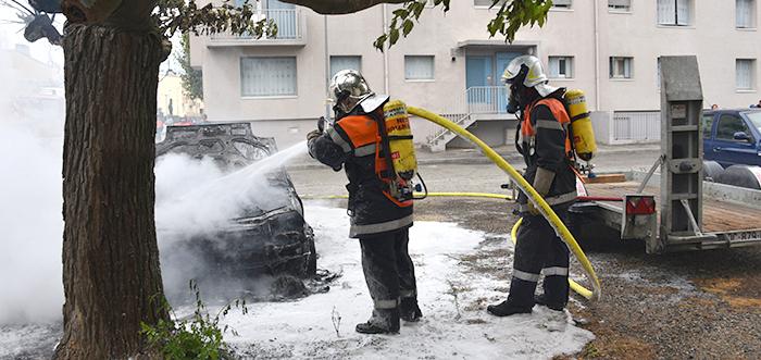 voiture incendiée à l'Aiguille