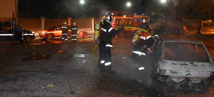pompiers voiture brulée