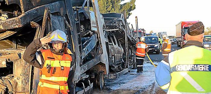 pompiers incendie autoroute2