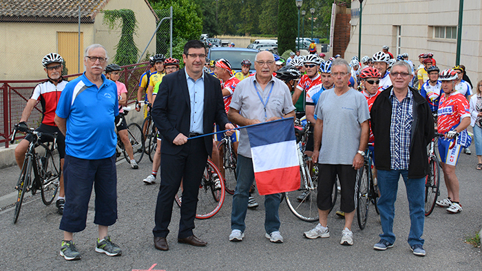 cyclos-depart-laouzas2014